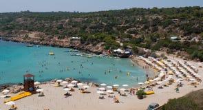 Folk på stranden, Cypern Royaltyfria Bilder