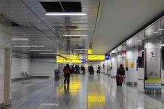 Folk på Tokyo den internationella flygplatsen Fotografering för Bildbyråer
