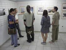 Folk på utställningen av fotogrupp` f 5 6 `, Arkivbild