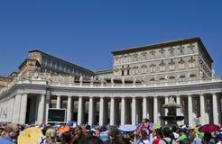 Folk på Vaticanen royaltyfri fotografi