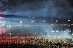 Folk på en levande konsert Royaltyfri Fotografi