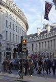 Folk som är utomhus- i Regent Street Royaltyfria Foton