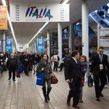 Folk som besöker biten 2014, internationellt turismutbyte i Milan, Italien royaltyfri fotografi