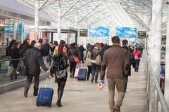 Folk som besöker biten 2014, internationellt turismutbyte i Milan, Italien arkivbilder