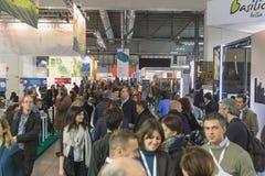 Folk som besöker biten 2015, internationellt turismutbyte i Milan, Italien royaltyfria foton