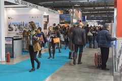Folk som besöker biten 2015, internationellt turismutbyte i Milan, Italien Arkivbilder
