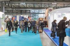 Folk som besöker biten 2015, internationellt turismutbyte i Milan, Italien Arkivfoton