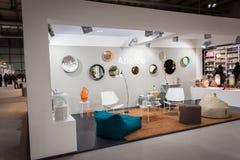 Folk som besöker HOMI, internationell show för hem i Milan, Italien Royaltyfri Fotografi