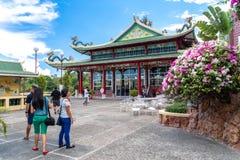 Folk, som besöker Taoisttemplet, Cebu stad, Filippinerna Royaltyfria Foton