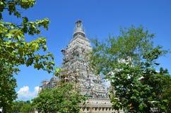 Folk som bygger på templet för Wat joungkum i Lampang Thailand Arkivfoto