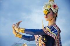 Folk som dansar suverän thai thai stil för maskerings- eller Khon dansdrama Royaltyfri Fotografi
