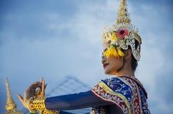 Folk som dansar suverän thai thai stil för maskerings- eller Khon dansdrama Royaltyfria Foton