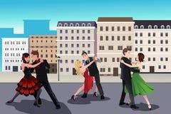 Folk som dansar tango Arkivfoto