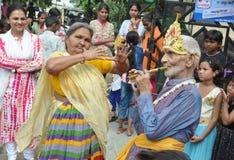 Folk som firar Lord Krishna Birthday i Bhopal Royaltyfri Fotografi