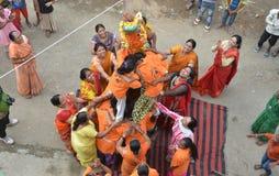 Folk som firar Lord Krishna Birthday i Bhopal Arkivfoto