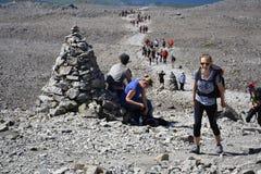 Folk som fotvandrar på banan till den Ben Nevis toppmötet Fotografering för Bildbyråer