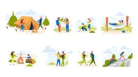 Folk som fotvandrar uppsättningen Framställning av tältet och sitta på lägerelden vektor illustrationer