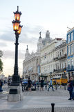 Folk som framme går av Galicianslotten Arkivfoton