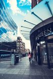 Folk som går i Glasgow, 01 08 2017 Skottland, Förenade kungariket arkivbilder