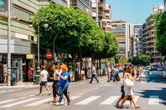 Folk som går i stadens centrum Valencia City In Spain Royaltyfri Bild