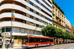 Folk som går i stadens centrum Valencia City In Spain Royaltyfri Fotografi