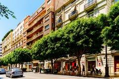 Folk som går i stadens centrum Valencia City In Spain Royaltyfri Foto