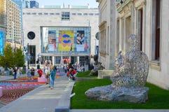 Folk som i city går i Montreal Royaltyfri Bild