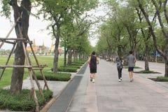 Folk som joggar på banaväg Royaltyfria Foton