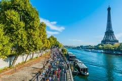 Folk som kör den paris maratonen france Royaltyfria Foton