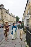 Folk som kostymeras i gatorna av badet för den Jane Austen festivalen Royaltyfria Foton