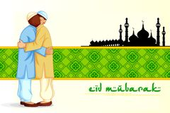 Folk som kramar och önskar Eid Mubarak Royaltyfria Foton