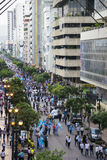 Folk som protesterar mot den Ecuador regeringen Arkivfoton