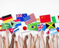 Folk som rymmer flaggor av deras land Arkivbilder