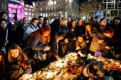 Folk som samlar i solidaritet med offer från Paris anfaller Royaltyfria Bilder