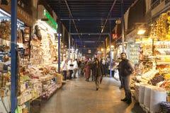 Folk som shoppar i kryddabasaren Arkivfoto