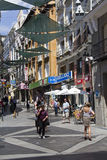 Folk som shoppar i Madrid, Spanien royaltyfria bilder
