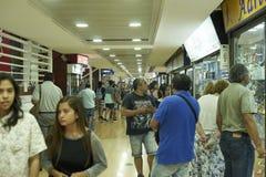 Folk som shoppar på Iquique, Chile Royaltyfri Fotografi