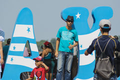 Folk som tycker om Guayaquil stadsfestligheter Royaltyfri Bild