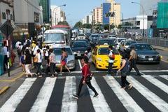 Folk trafik, Lima Peru Travel Royaltyfri Bild