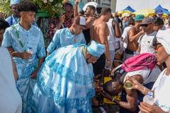 Folk under berömmen av Yemanja på Salvador Bahia på Brasilien fotografering för bildbyråer