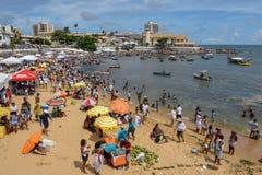 Folk under berömmen av Yemanja på Salvador Bahia på Brasilien royaltyfria foton