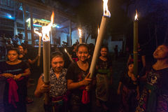 Folk under berömmen av Nyepi - dag av tystnad, fastan och meditationen för balinesen Arkivbild