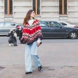 Folk utanför Alberta Ferretti modeshowbyggnad för Milan Royaltyfria Foton