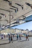 Folkbesök Norman Fosters Pavillion i marseille Arkivbilder