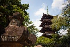 FolkbesökTosho-gu relikskrin på AUGUSTI 15, 2015 i Nikko, Japan Royaltyfria Foton