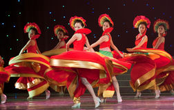 Folkdans: färgrik melodi Royaltyfria Foton