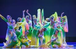 Folkdans för blommaleende-medborgare Royaltyfri Fotografi