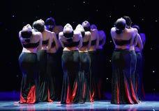Folkdans för medborgare för dotterblomma-Dai Folk dans- Royaltyfri Bild