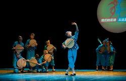 Folkdans: gammal dam för cattailbladfan Arkivfoton