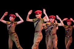 Folkdans: livlig liten kvinnlig krigare Royaltyfria Bilder